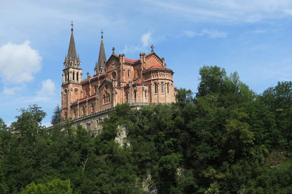 03..Covadonga Real Colegiata de Sanfernando Wallfahrtskirche IMG_1200