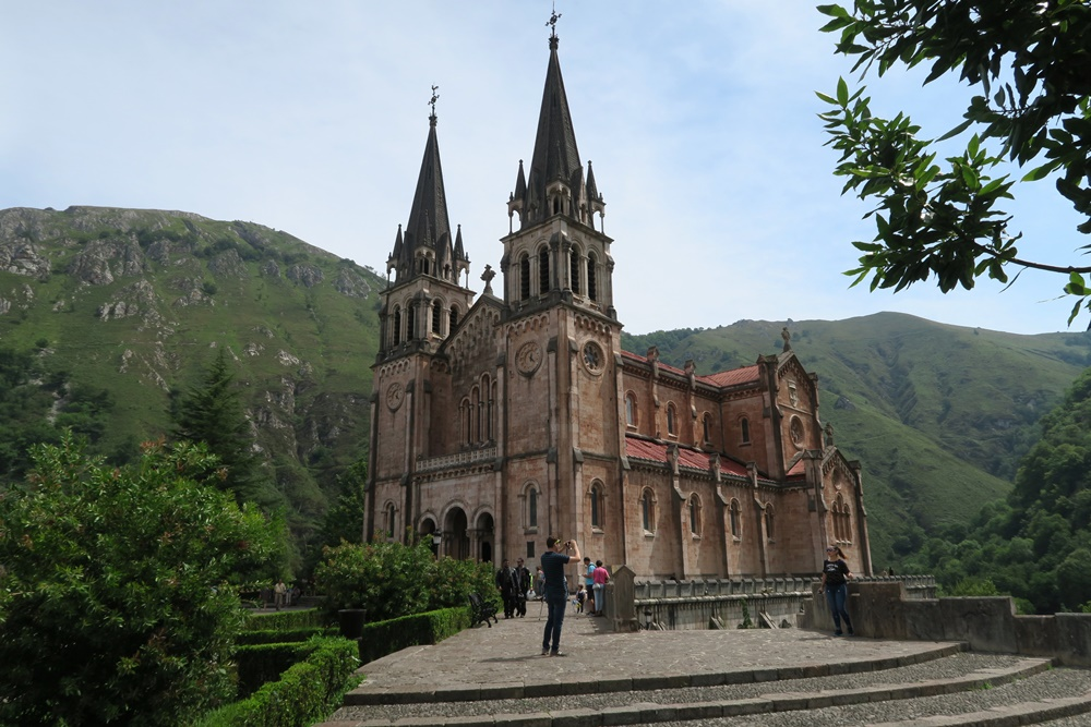 03..Covadonga Real Colegiata de Sanfernando Wallfahrtskirche IMG_1216 (4)